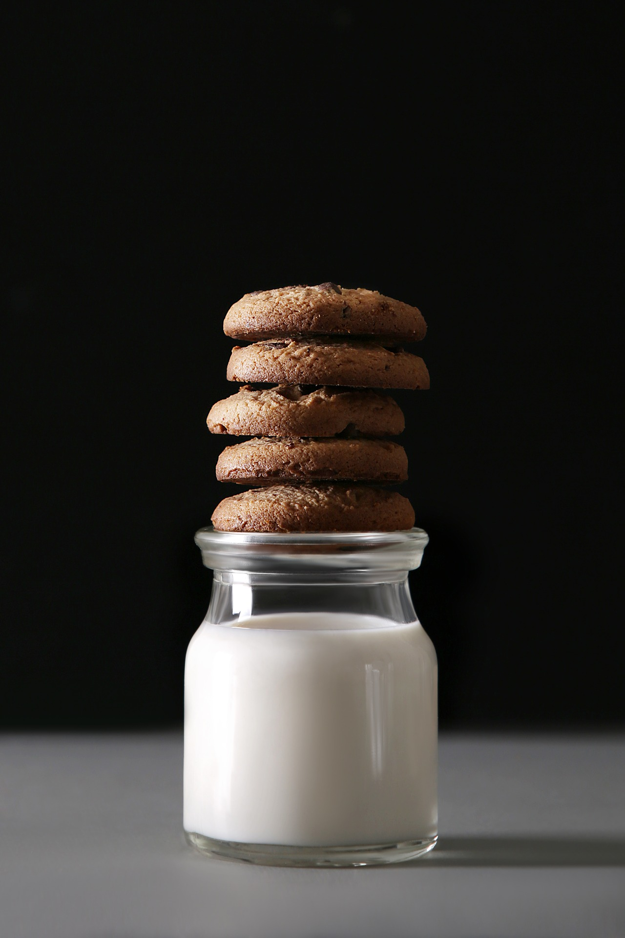 miilk and cookies